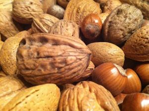 800px-Nuts_mixed