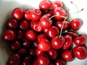 800px-Cherry_sweet_fruts